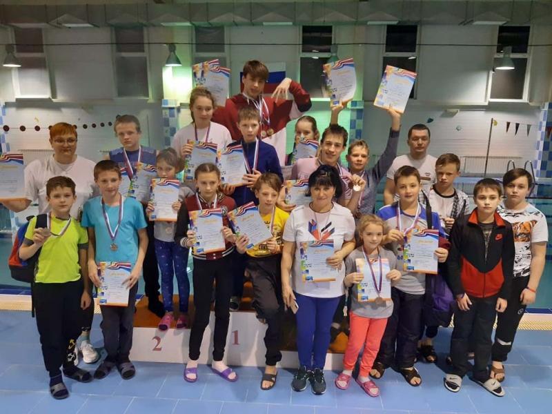 Почти все пловцы получили медали!